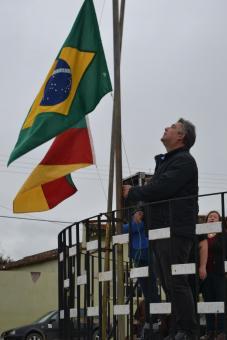 Hasteamento das Bandeiras em comemoração aos 137 anos de Lavras do Sul.
