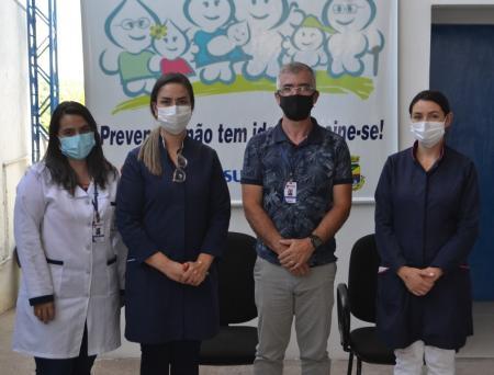 Vacinação de idosos contra a covid-19 iniciou nesta terça-feira